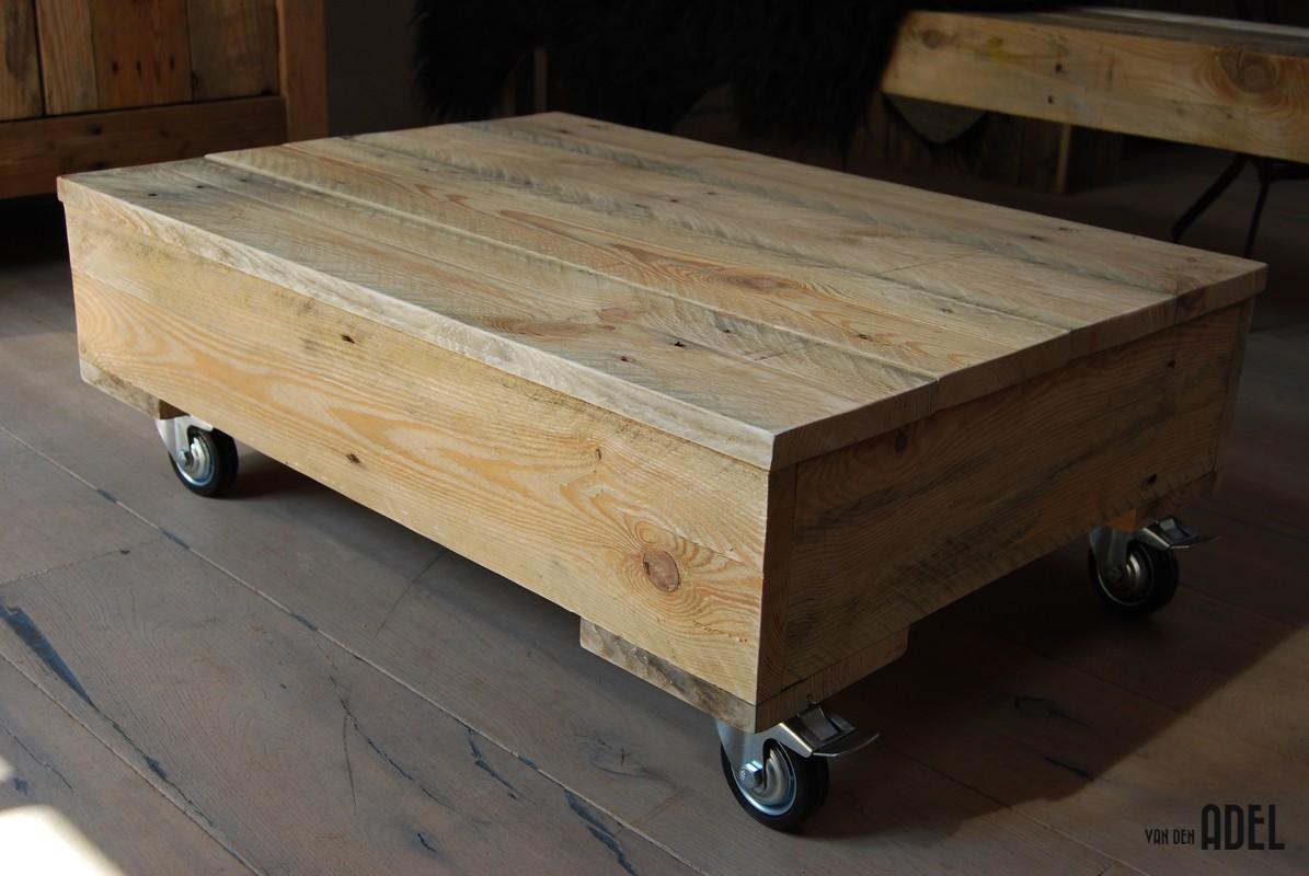 Salontafel op wielen oud hout   van den Adel Meubels