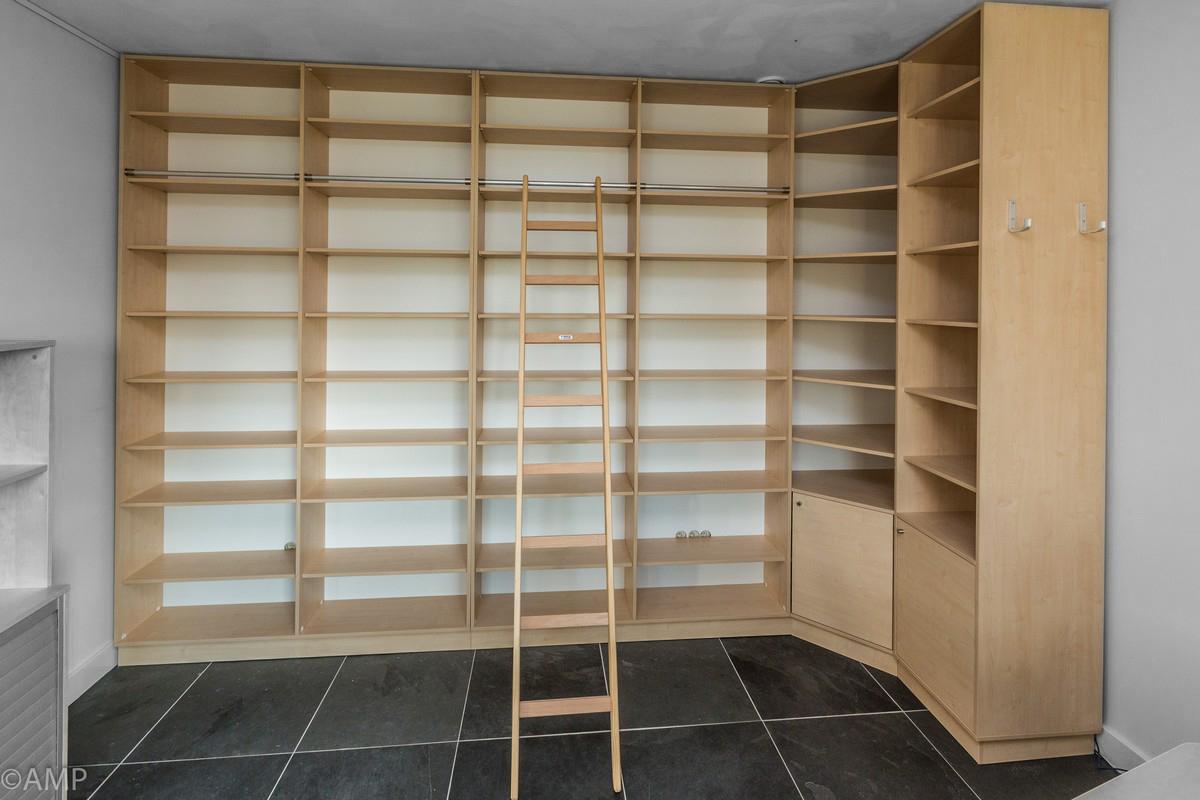 Zelf boekenkast maken hout een ladder in je interieur stellingen van steigerbuis voorbeelden - Boekenkast hout en ijzer ...