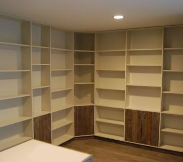 Boekenkastopstelling u-vorm met bureau oud hout -01
