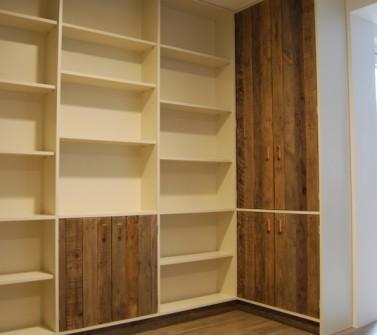 Boekenkastopstelling u-vorm met bureau oud hout -02