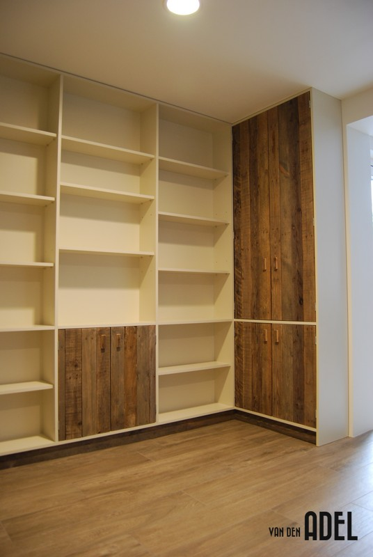 Iets Nieuws Boekenkastopstelling u-vorm met bureau oud hout - van den Adel @TE73