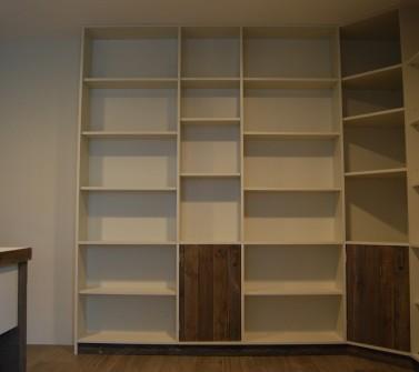 Boekenkastopstelling u-vorm met bureau oud hout -09