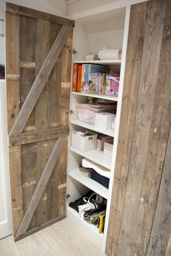 Opbergkast onder schuin dak for Inbouwkast op maat