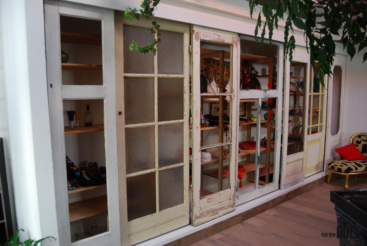 Kast Met Schuifdeuren : Oude deuren hergebruikt inbouw schuifdeuren kast van den adel