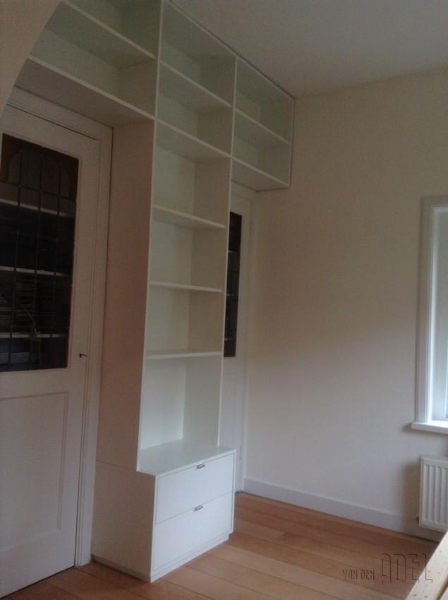 Boekenkast met deuren ikea for Grenen ladeblok