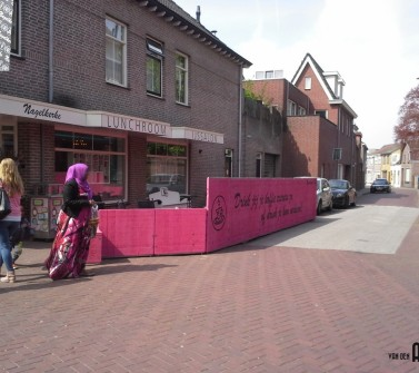 Terrasmeubilair Nagelkerke Oudenbosch van hardhout Azobé steenschotten roze pink01