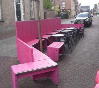 Terrasmeubilair Nagelkerke Oudenbosch van hardhout Azobé steenschotten roze pink06