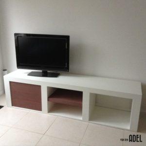 tv meubel 190x45x50 open vakken acacia houten deur en legplank1