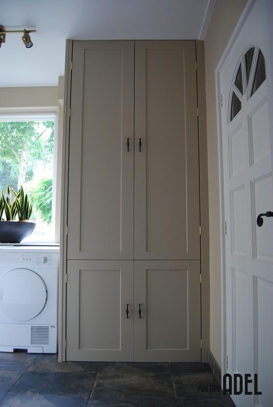 cv ombouwkast met legplank  deurtjes en koof
