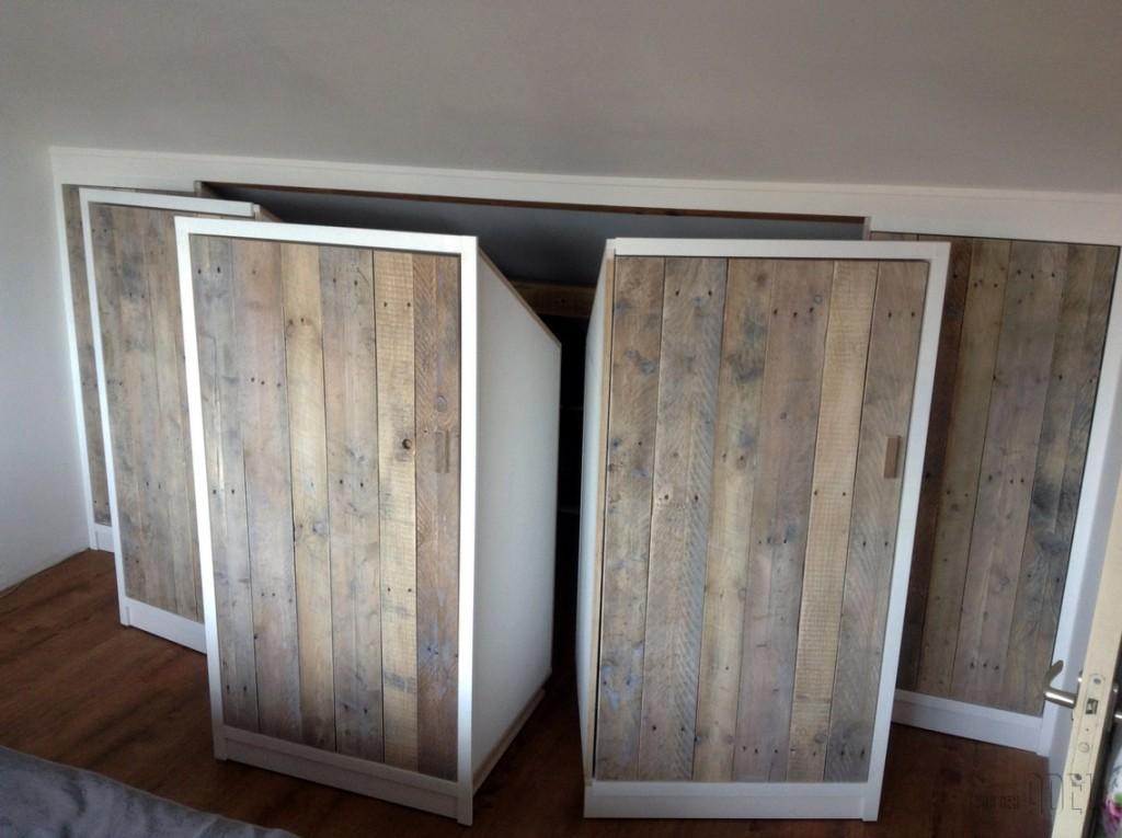 ... garderobekast onder schuin dak zolder sloophout deuren white-wash 01
