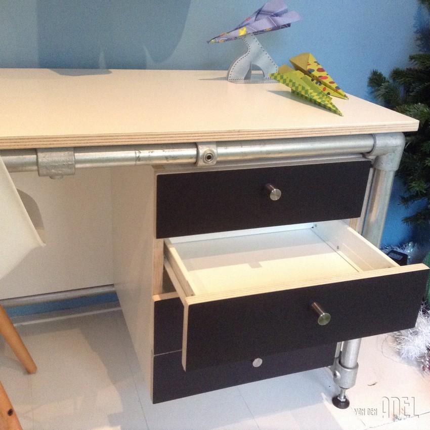 kinderbureau naar eigen idee prijs op aanvraag van den. Black Bedroom Furniture Sets. Home Design Ideas