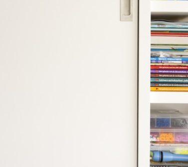 Speelgoedkast op maat met tv ruimte schuifdeuren push-to-open lade wit 07