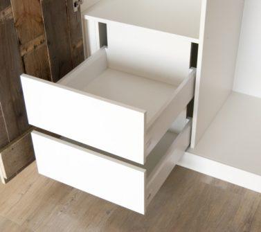 Hoekkast slaapkamer met sloophout deuren