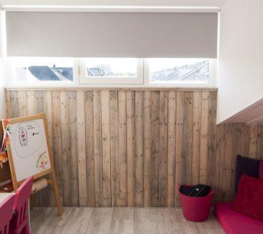 Kinderkamer met sloophout kasten en lambrisering 12