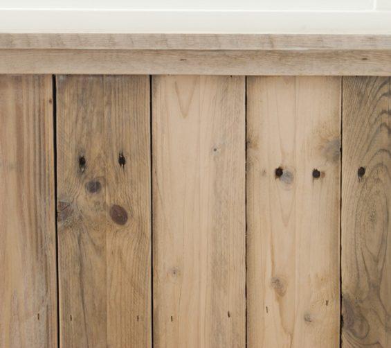 Kinderkamer met sloophout kasten en lambrisering 30
