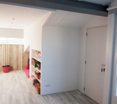 Kinderkamer met sloophout kasten en lambrisering 36